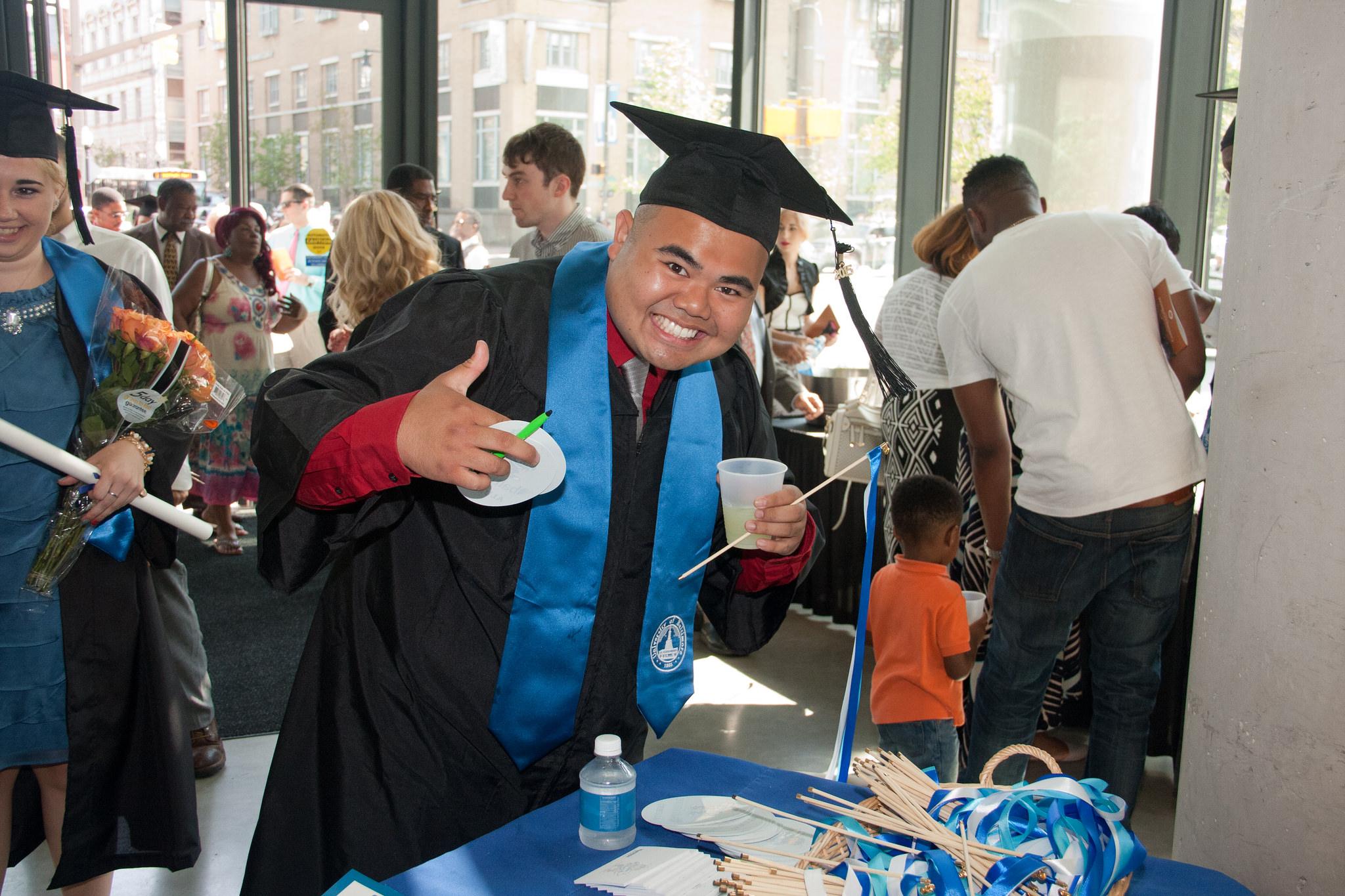 thumbs up grad